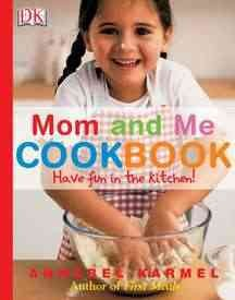 Mom and me cookbook : have fun in the kitchen! cover image