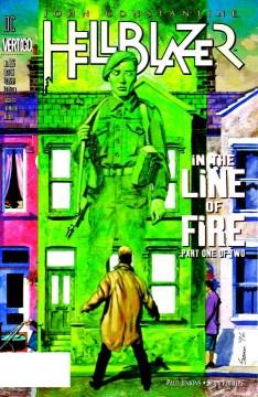 Tapa de Hellblazer, un hombre con una gabardina enciende su cigarrillo con una mano en llamas